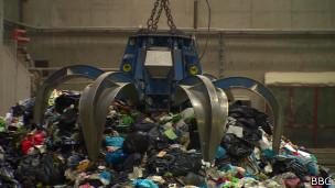 Usina transforma lixo em energia | Crédito: BBC