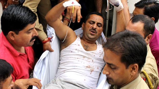 हीरानगर पुलिस थाने पर हुए चरमपंथी हमले में घायल पुलिसकर्मी