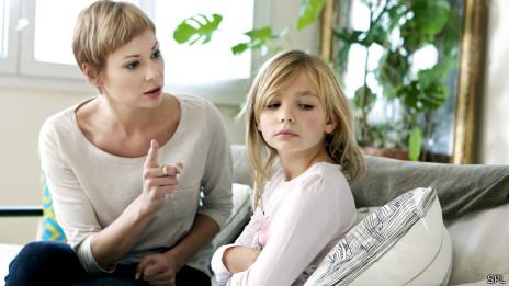 Mamá furiosa con la hija