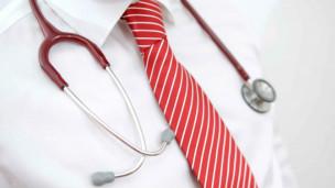 英国家庭医生收入超首相两倍