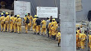 Trabajadores hacen cola en obras de Guarulhos