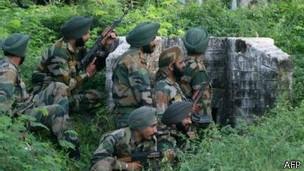 Soldados indios en la zona de Cachemira