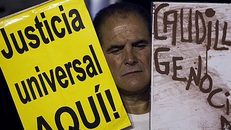 Protesta en España por crímenes durante el franquismo