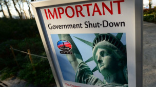 cartel anuncia ciere de la estaua de la libertad en Nueva York