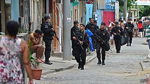 La policía en una favela