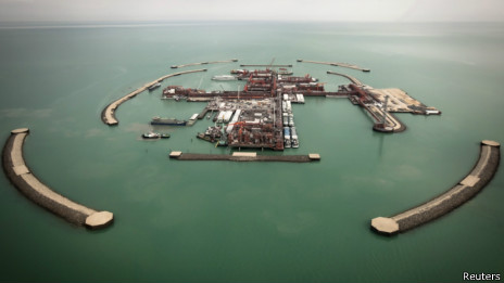 卡萨干油田在里海的人工岛