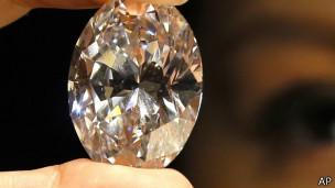 破拍卖纪录白钻石