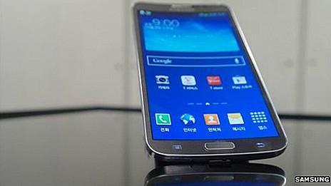Samsung выпускает смартфон с вогнутым дисплеем