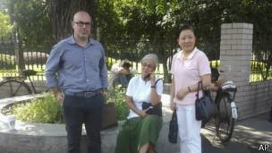 美国人权活动家克内斯、医生马库斯和中国人权活动家朱虞夫的太太