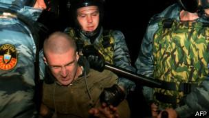 一名骚乱者被警方逮捕