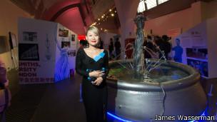 华裔艺术家金翱文代表史密斯学院创作的音控喷泉。