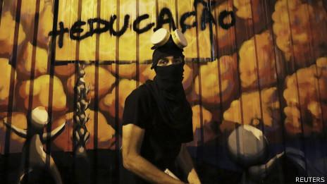 Black Blocs foram às ruas em São Paulo. Foto: Reuters
