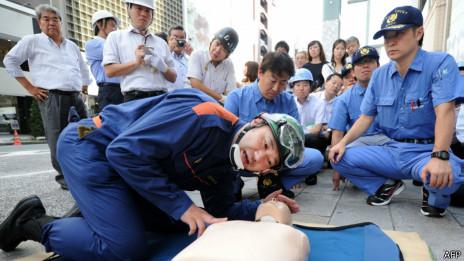 Treinamento de RCP no Japão | Foto: AFP