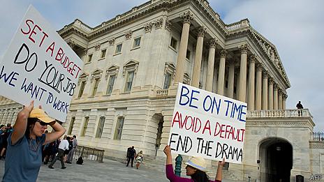 Protesta de trabajadores federales cesados