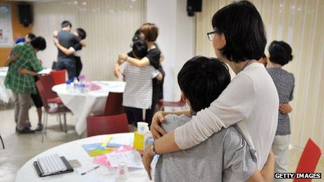 Pais da Coreia do Sul levam os filhos a clínicas para tratamento do vídeo em smartphones (crédito: Getty Images)