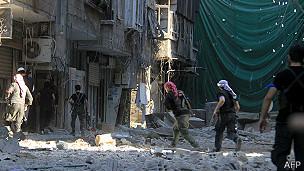 rebeldes en una calle de Yarmouk, suburbdio de Damasco, Siria