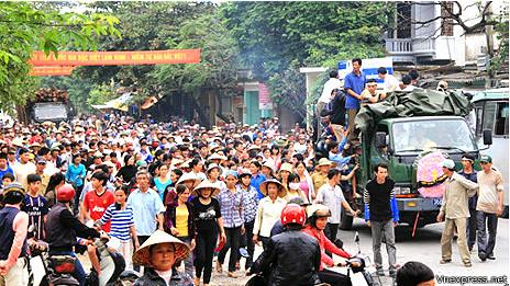 Quan tài diễu phố ở Thanh Hóa