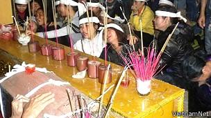 Đám tang sản phụ Nguyễn Thị Xuân