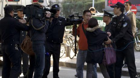北京警察阻止记者采访(2013年10月15日)