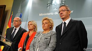 Ministros y víctimas del terrorismo.
