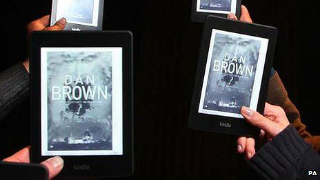 """Kindles con el libro """"Inferno"""" de Dan Brown"""