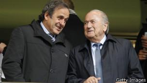 Platini y Blatter conversando