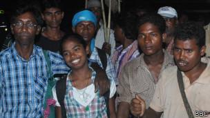Nirmala y gente de su tribu