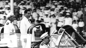 Ông Ngô Đình Diệm duyệt đội danh dự nhân quốc khánh năm 1962