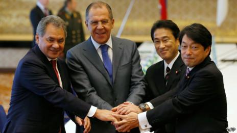 日俄外长、防长在2加2会谈举行前合影(02/11/2013)