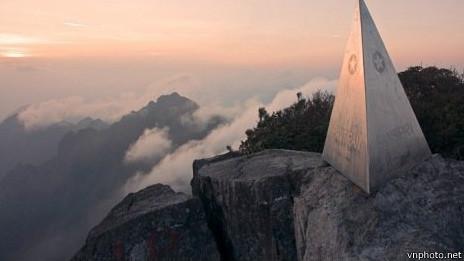 http://wscdn.bbc.co.uk/worldservice/assets/images/2013/11/03/131103094512_fansipang_464x261_vnphoto.net.jpg