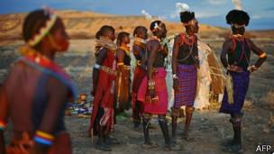 África deslumbrada por extraño eclipse solar