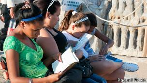 Cubanas leyendo