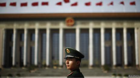 北京天安门广场上的武警战士(07/11/2013)