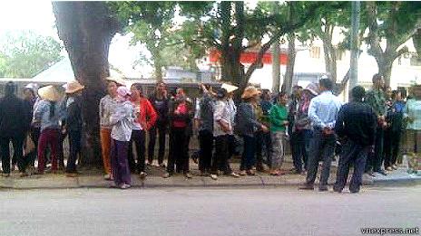 Người dân biểu tình ở trụ sở Công an tỉnh Thanh Hóa