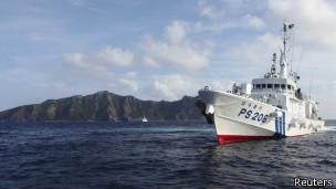 日本巡逻船和钓鱼岛