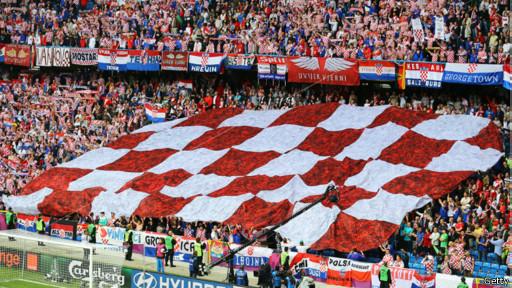http://wscdn.bbc.co.uk/worldservice/assets/images/2013/11/10/131110205353_croatia_fan_football_1_512x288_getty.jpg