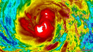 Imagen satelital del tifón Haiyán