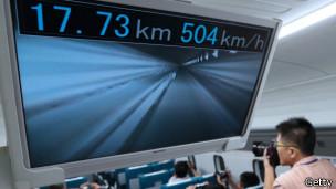 Prototipo L0 alcanzando 504 km/hora