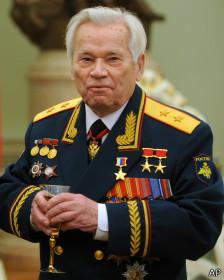 Kalashnikov en uniforme