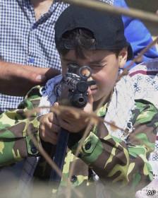 Niño libanés con AK-47