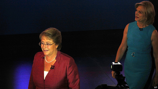 Michelle Bachelet y Evelyn Matthei