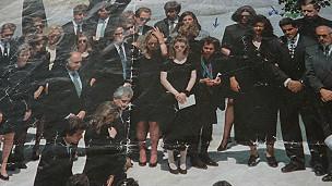 foto de los Paredes en el funeral de Jackie Kennedy