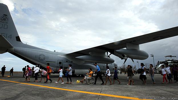 Máy bay C-130 của Hoa Kỳ tham gia cứu trợ ở Philippines
