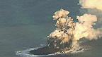 A nova ilha japonesa surgida após uma erupção vulcânica (BBC)