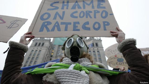 Ativista protesta contra conferência do clima (foto: Reuters)