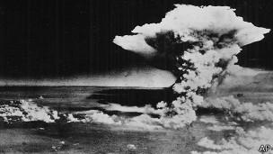 Nube de la bomba atómica que estalló en Hiroshima en agosto de 1945