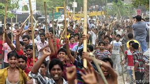Protesta en la que se pide la pena capital para los responsables del derrumbe