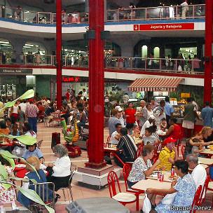 Centro comercial de Carlos III en La Habana