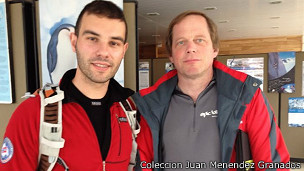 Menéndez Granados (izq.) y Burton en Punta Arenas, antes de volar a la Antártica.