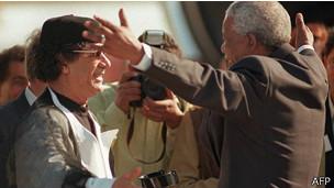 Muamar Gadafi y Nelson Mandela